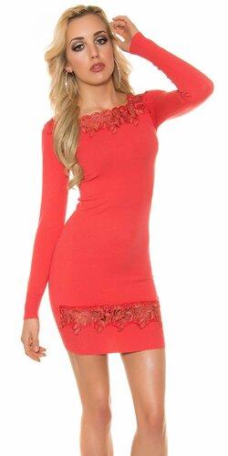 Úpletové dámske šaty s čipkou | Koralová