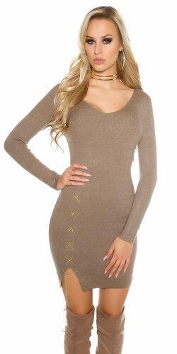 Dámske úpletové šaty s dekoratívnou retiazkou | Cappuccino