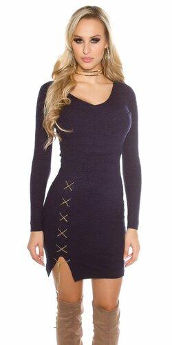 Dámske úpletové šaty s dekoratívnou retiazkou