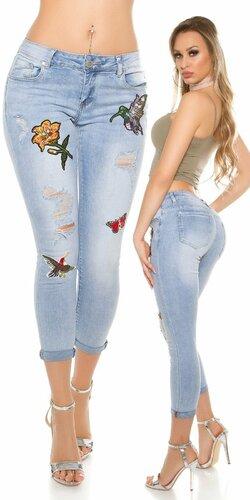 Svetlé úzke 3/4 džínsy s výšivkami a rozparkami