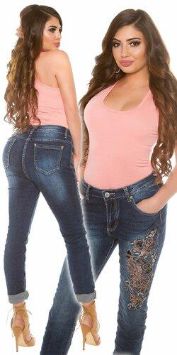 Dámske džínsy pre moletky s výšivkami a kamienkami