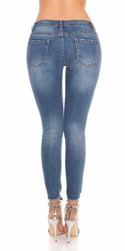 Modré džínsy s lebkami Modrá