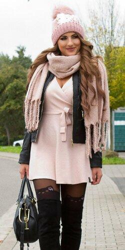 Vrúbkované pletené šaty s výstrihom | Bledá ružová