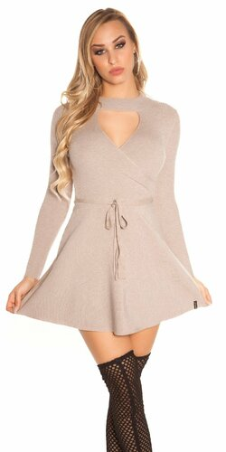 Vrúbkované pletené šaty s výstrihom Cappuccino