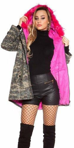 Maskáčová zimná bunda s ružovou kožušinou