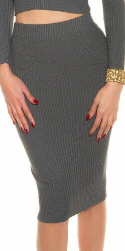 Pozdĺžne vrúbkovaná pletená sukňa