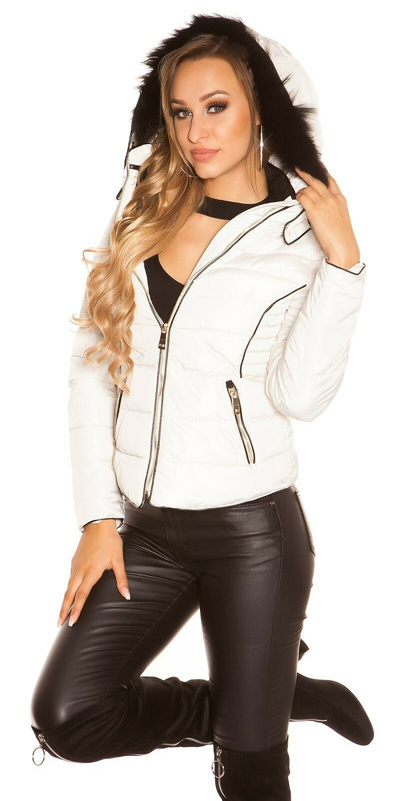 Krátka zimná bunda so zlatými zipsami #Veľkosť S Farba Béžová
