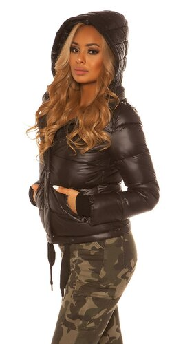 Dámska krátka zimná bunda s kapucňou | Čierna