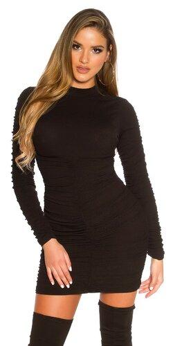 Priliehavé našuchorené čierne šaty | Čierna