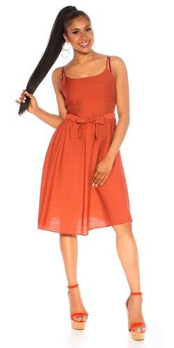 Letné šaty s úzkym pásom na špagetových ramienkach Bronzová