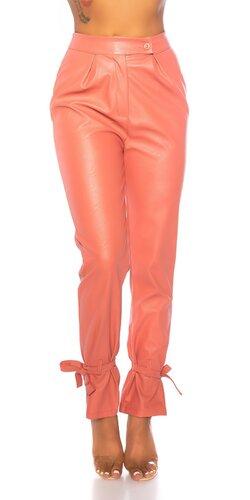 Vysoké nohavice s opaskami na lýtkach