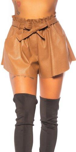 Voľné kožené šortky s opaskom