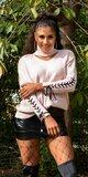 Značkový rolákový sveter so šnurovaním na rukávoch Bledá ružová