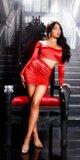 Odvážne mini šaty s vykrojeným pásom Červená