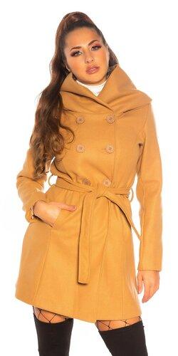 Gombíkový kabát s opaskom