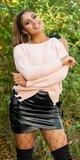 Pletený sveter s odhaleným jedným ramenom Bledá ružová