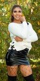 Pletený sveter s odhaleným jedným ramenom Biela