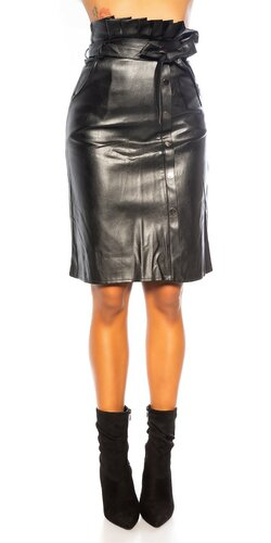 Kožená sukňa do pásu s opaskom