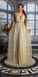 Ramienkové dlhé šaty s otvoreným dekoltom Zlatá