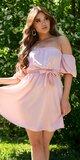 Romantické off shoulder šaty s puff rukávmi Bledá ružová