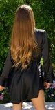 Elegantné saténové šaty s retiazkou Čierna