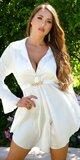 Elegantné saténové šaty s retiazkou Biela