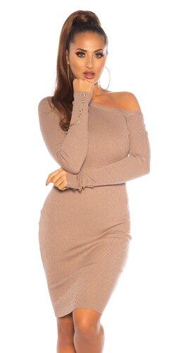 Dlhé úpletové šaty s odhaleným ramenom