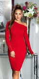 Dlhé úpletové šaty s odhaleným ramenom Červená